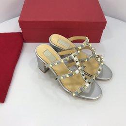 Ingrosso Pantofole di alta qualità Sandali Diapositive Marchio Scarpe casual Scarpe firmate Huaraches Infradito Mocassini Scuff per donna