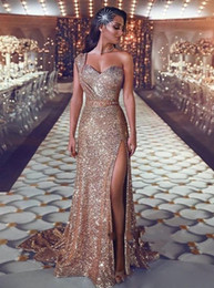 $enCountryForm.capitalKeyWord Australia - 2019 Sparkly Sequined Gold Prom Dresses One Shoulder Sequins Sheath Rose Gold Split Sweep Train Plus Size Formal Evening Gowns Pageant Wear