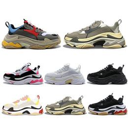 $enCountryForm.capitalKeyWord Australia - 2019 New designer Paris 17FW Triple s Sneakers for men women black red white green Casual Dad Shoes tennis increasing sneakers 36-45