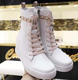 $enCountryForm.capitalKeyWord Australia - 2019 short boots in autumn and winter Leather laces for and women shoes with Designer Fashion Martin boots Casual Sports shoes vv3