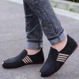 Venta al por mayor de 2019 nueva primavera hombres de cuero de gamuza mocasines zapatos de conducción mocasines de moda de verano zapatos casuales planos transpirables pisos perezosos