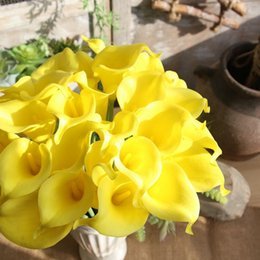 Fake lilies Flowers online shopping - Mini Calla Lily Artificial Flower Yellow Core Fake Flowers Romantic Wedding Home Bardian Decorate Supplies Hot Sales rsC1