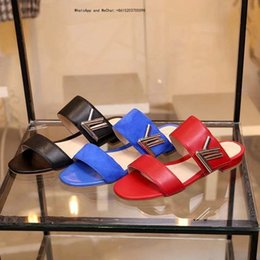 Chinese  Brand High-end Rubber Slippers 2019 Holiday Casual Fashionable Sizes High-heeled Leather Women's Shoes manufacturers