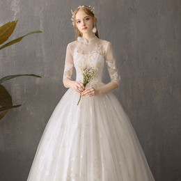 Figures Australia - Mesh long sleeve wedding dress, forged decoration, ribbon design, highlight the figure