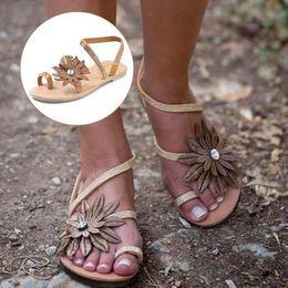$enCountryForm.capitalKeyWord Australia - New Women Shoes Designer Plain Flat Peep Toe Casual Flat Sandals Sparkly Buckle Ladies Summer Bohemian Shoes