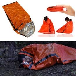 Outdoor Notfall Schlafsäcke Praktische Durable PE Tuch Wiederverwendbare Wärmer Wasserdicht Winddicht Sicheres Überleben Camping Reisetasche im Angebot