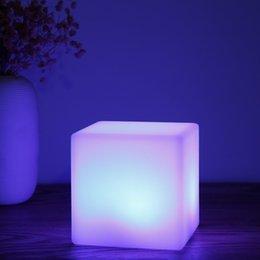 Luz recarregável da noite da forma do cubo do diodo emissor de luz de USB com controlo a distância para o quarto em Promoção