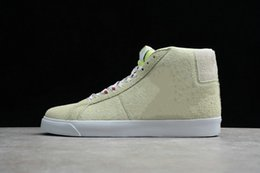 Frogs Shoes Australia - New Fashion SB Blazer Mid Frog Skateboards Light Liquid Lime White Light Crimson Lawn Designer Basketball Shoes Come With Box Size36-45