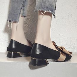 Venta al por mayor de Zapatos de vestir 2019 Primavera Mujeres Cuadrados Toe tacones bajos bombas Gran arco Vestido Mujer Mocasines Barco Tacones medios Damas N6997