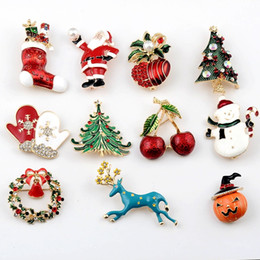 $enCountryForm.capitalKeyWord NZ - New Korean baby Christmas brooch Christmas tree deer snowman brooch children cute clothing fashion trend gadgets