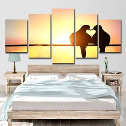 $enCountryForm.capitalKeyWord NZ - Canvas Wall Art Posters Prints Canvas Painting Wall Pictures For Living Room Home Decor 5 Panel Bird Lovers At Sunset