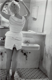 Marilyn Monroe Stickers For Walls Australia - Marilyn Monroe Fixing Her Hair in a Grimy Toilet Art Silk Poster 24x36inch 24x43inch 0587