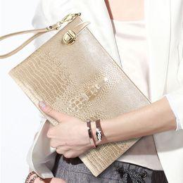 handbag designs patterns 2019 - 2018 new female crocodile pattern real leather handbag brand Europe shoulder diagonal leather clutch lock design wrist b