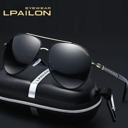 Ingrosso Occhiali da sole di lusso Frame in pelle da piloti Popolare in legno Vintage Legs Uv400 Lens Top Quality Protezione Eye Classic Style Con Packag