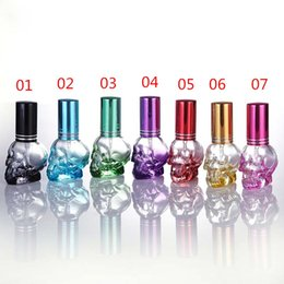 $enCountryForm.capitalKeyWord NZ - 8ml Glass Perfume Bottles Skull Shape Portable Refillable Empty Spray Bottles Atomizer Container Candy Color Design