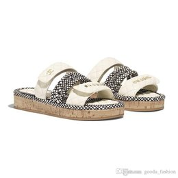 China Latest Women Flat Cord Mules, Leather Slide Sandals Summer Beach Slippers with Straw Weaving Sole Hot sale in suppliers