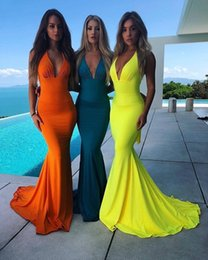 Simple evening dreSSeS deSignS online shopping - Cheap under Bridesmaid Dresses Simple Designed Backless With Strap Halter Mermaid Long Evening Prom Gowns BM0670