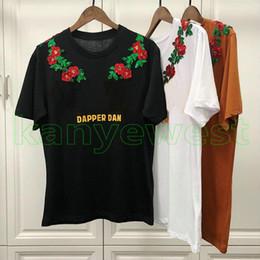 5e0a4bbbf6 2019 Primavera Lujo Europa para hombre paillette flores bordadas imprimir  camiseta Cooperar camisetas Mujeres dapper dan imprimir camiseta Camiseta  casual ...