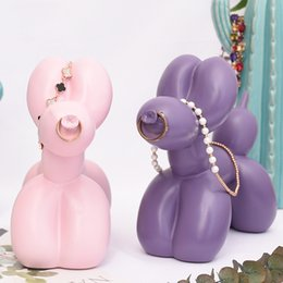 Wholesale DDisplay Resin Stereo Balloon Dog Pink Jewelry Display Stand Lovely Purple Necklace Standing Showcase Glamour Girls Pendant Display Holder