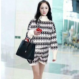 d3888040e867 Yang Mi With Fund 2017 Autumn And Winter New Pattern Fashion High Lead  Black And Hit Color Easy Sweater + Shorts Pants Suit