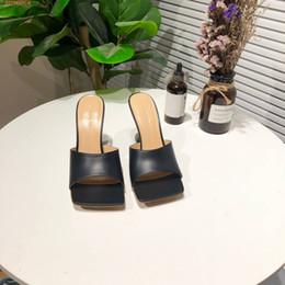 Ingrosso Pantofole classiche da donna in pelle con tacchi nella collezione estiva, sandali da donna con cinturino alla moda Scarpe casual con scatola da 35-40