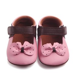 $enCountryForm.capitalKeyWord NZ - 2 Color Baby Girls Shoes Fashion Newborn Infant Baby Girls Bowknot Dot Shoes Soft Sole Anti-slip Sneakers First Walker M8Y04