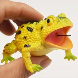 funny office gadgets NZ - Realistic Toad Frog Toy Joke Prank Gadgets April Fools Surprise Gift Office Funny Toy Squeeze Sound