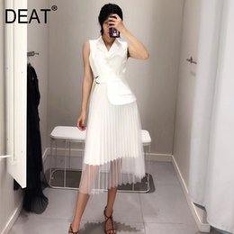 dress hemlines UK - [DEAT] High Quality 2018 autumn New Fashion Black White Sleeveless Notched Stitching Mesh Hemline Women's Unique Dress YC590 Y200102