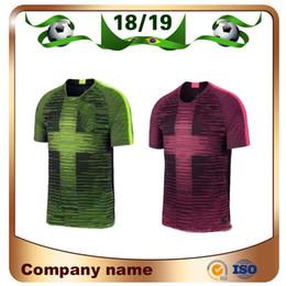46d08a118 2019 UK Inglaterra Futebol Jersey 18 19 Preto Rosa VOLT   9 KANE   10 DELE  Camisas De Futebol LINGARD VARDY Uniforme de futebol