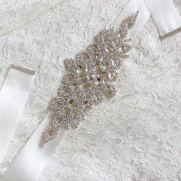 Ceintures de mariage en cristal perlé délicates Blanc Ivoire Champagne Argent Rhinestone Ruban Ceinture De Mariée Sur La Robe De Dentelle Ceinture Étincelante Pour La Robe De Fête