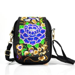 chinese ethnic handbags NZ - Ethnic Women Embroidery Handbag Messenger Bag Chinese Style Vintage Canvas Shoulder Crossbody Bag Hippie Tote
