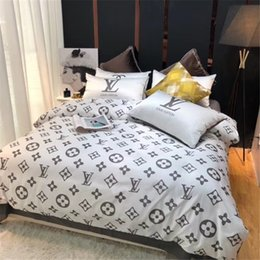 $enCountryForm.capitalKeyWord Australia - White Red 2 Color Bedding Suit Fashion Quality Life Simple Bedding Sets Full Letter 4PCS Brand Design Home Textiles