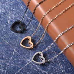 2019 New Heart Knot Collana Donne Choker Gioielli di moda Boho Collana AMORE Ciondoli per amante Semplici accessori romantici N124 in Offerta