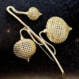 $enCountryForm.capitalKeyWord Australia - scarf pin Fashion Women Statement Gold Color Flower Brooches Bouquet Men's Scarf Pins Women Hijab Accessory Model Girls show Design Pins
