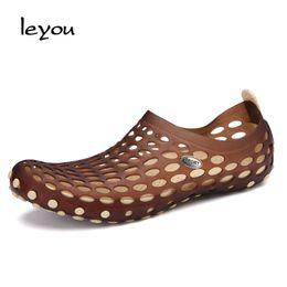 $enCountryForm.capitalKeyWord NZ - 2018 Plastic Sandals Men Summer Shoes Holes Gladiator Slip On Sandals Flat Casual Fashion Beach Shoes Waterproof