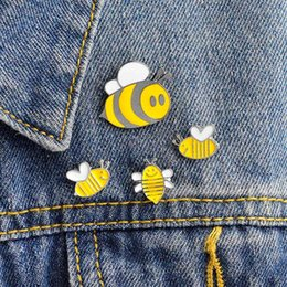 $enCountryForm.capitalKeyWord Australia - Enamel Bee Brooch Pins Lapel Pins Badge Fashion Jewelry for Women Men Kids