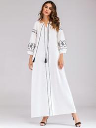343c909441 Mulheres de Linho de Algodão de Manga Longa Maxi Vestido Das Senhoras Solto  Boemia Vestido Branco Elegante Floral Bordado Maxi Vestidos Muçulmano Robe