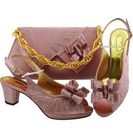 f575d193 Nueva llegada zapatos italianos y conjunto de bolsos a juego Mujeres  nigerianas Zapatos de boda y conjunto de bolsos Bombas para fiestas Zapatos  para ...