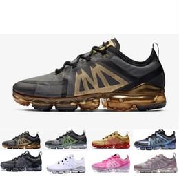 Großhandel Nike Air Max Plus TN 2019 Regenbogen 2018 WAHRE Männer Frauen Schock Laufschuhe Für Echte Qualität Mode Männer Casual Sport Turnschuhe Von