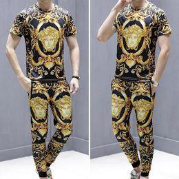 Ingrosso New Men S Casual Suit 2019 Estate Moda Medusa Casual manica corta con pantaloncini / pantaloni lunghi Plus Size Uomo T tute taglia M-5xl