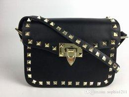 Ingrosso 2018 New Fashion Handbag Borsa a spalla Lady Bag Golden rivetto Data appuntita Black Valentine's Day Borsa Piccola borsa