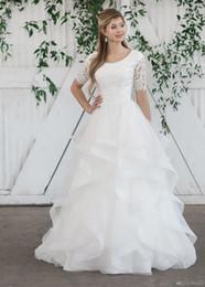 Venta al por mayor de 2019 Nuevo vestido de gala Vestido de novia modesto con medias mangas Con encaje Top de volantes Falda Templo Vestidos de novia Con mangas por encargo