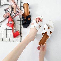 Großhandel 2019 Koreanische Version des Netzes rote Hausschuhe weibliche High Heel Sommer Mode tragen im Freien dick mit einem Wort Sandalen und Hausschuhe