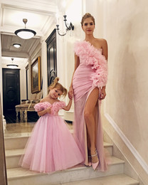 $enCountryForm.capitalKeyWord Australia - Feme covert Pink One Shoulder Prom Dresses With Slits Front Ruffles Formal Mother And Daughter Formal Evening Dress Fitted engagement dress