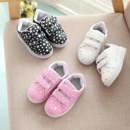 $enCountryForm.capitalKeyWord Canada - NEW Fashion Childrens Luminous Shoes Stars Print Girls Flat Shoes Luminous Non-slip Wear-resistant Childrens Shoes Best quality A09