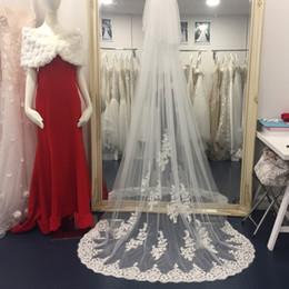 $enCountryForm.capitalKeyWord Australia - Vintage Chapel Length Bridal Veils Tulle 2.5m Long Lace Appliqued Wedding Veils Hot Sale Bride Accessories With Free Comb