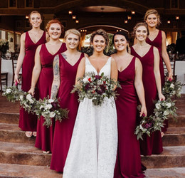 $enCountryForm.capitalKeyWord Australia - 2020 Cheap Long Bridesmaid Dresses Red A-Line Chiffon V Neck Summer Country Garden Formal Wedding Party Guest Maid of Honor Gowns Plus Size