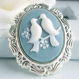 Bride Engagement Rings Australia - Top Quality Creative Magpies Relief Jewelry Gift For Bride Alloy Engagement Party Ring Sliver Blue Background Fashion Jewelry