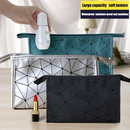 travel pillow free shipping NZ - Ins Hot! Cosmetic Storage Bag Lingla Chain PU Cosmetic Bag Fashion High-End Travel Washing Storage Case Free Shipping B0201