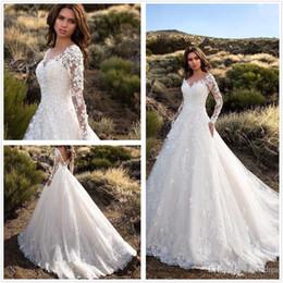 Venta al por mayor de Sheer Long Sleeves Lace A Line Vestidos de novia Apliques de tul Court Train Vestidos de novia de boda con botones